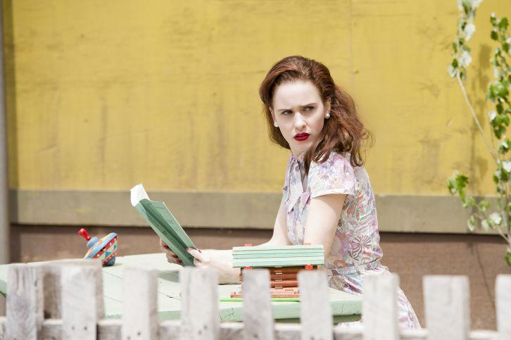 Manhattan: Rachel Brosnahan nell'episodio Acceptable Limits