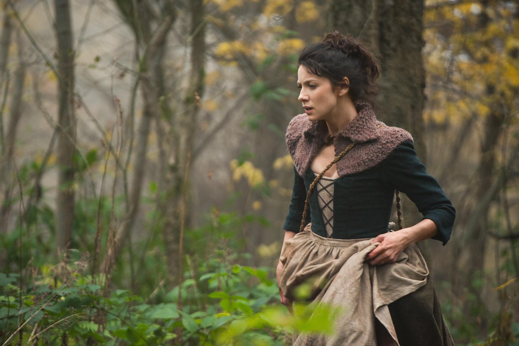 Outlander: Caitriona Balfe nell'episodio The Gathering