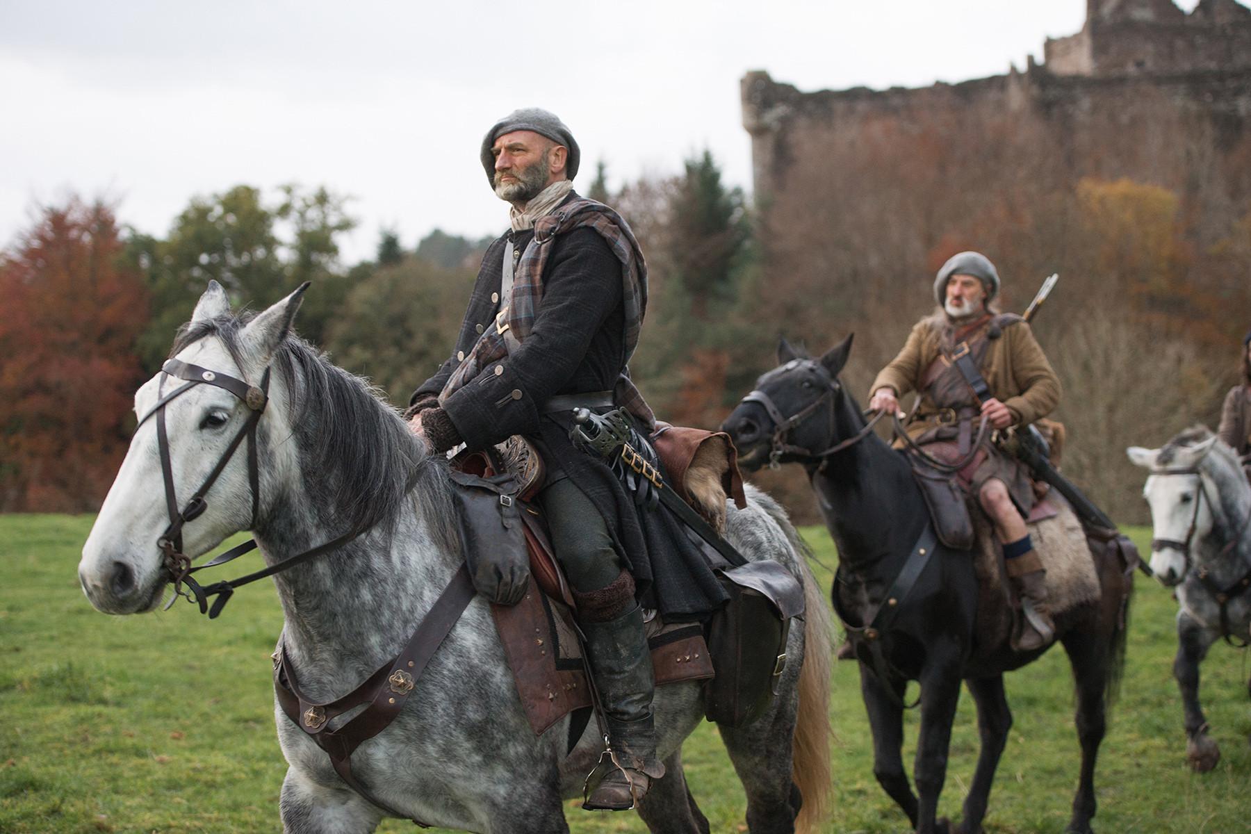 Outlander: un'immagine dell'episodio The Gathering, prima stagione