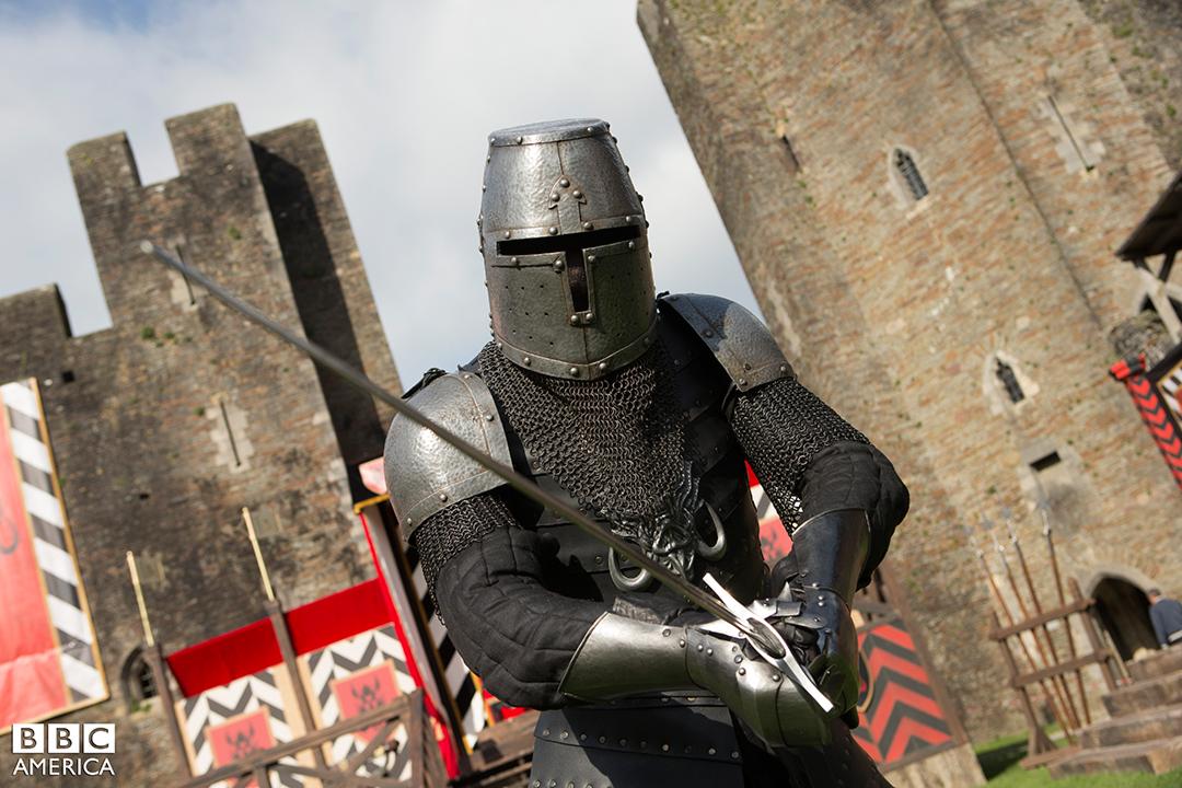 Doctor Who: un cavaliere armato nell'episodio Robot of Sherwood