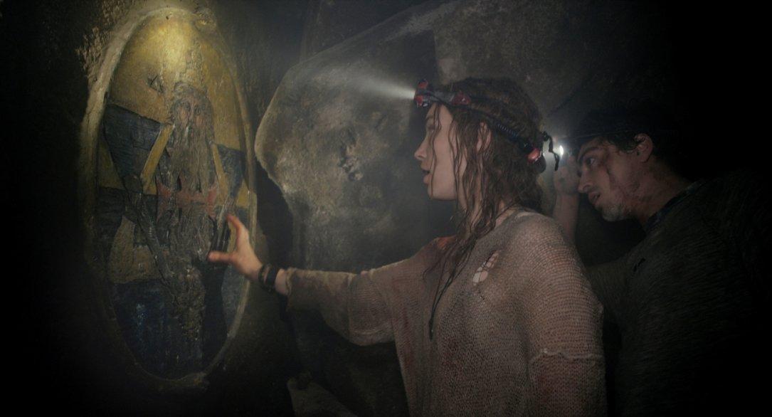Perdita Weeks con Ben Feldman in Necropolis - La città dei morti