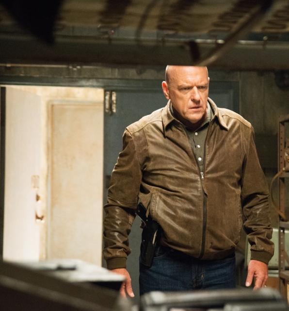 Under the Dome: un'immagine di Dean Norris nell'episodio The Fall