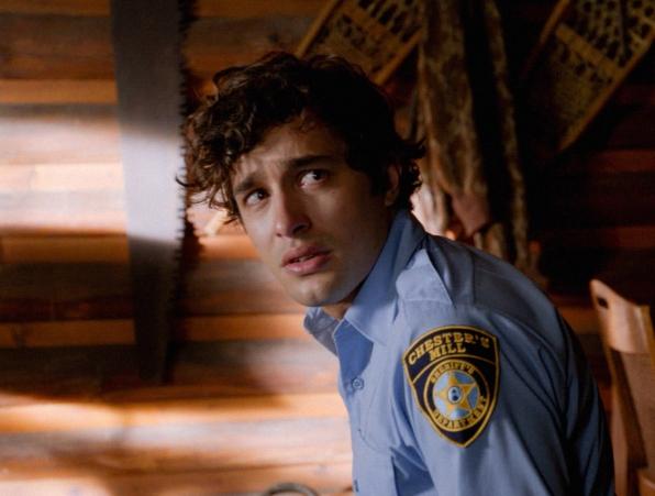 Under the Dome: Alexander Koch in una scena nell'episodio The Fall