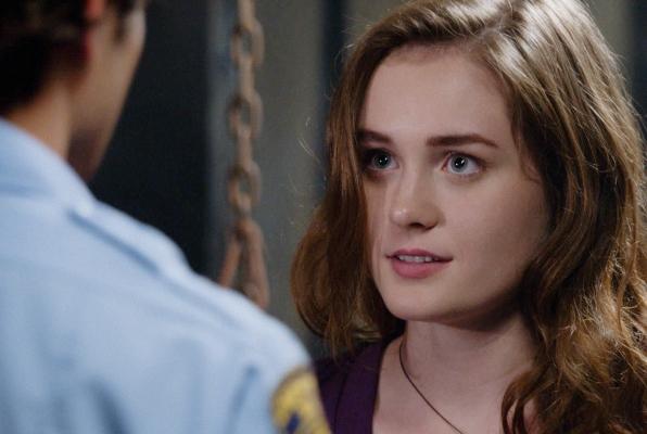 Under the Dome: un'immagine di Grace Victoria Cox nell'episodio The Fall