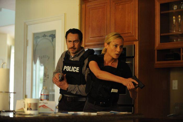 The Bridge: Demian Bichir e Diane Kruger in una scena dell'episodio Eidolon
