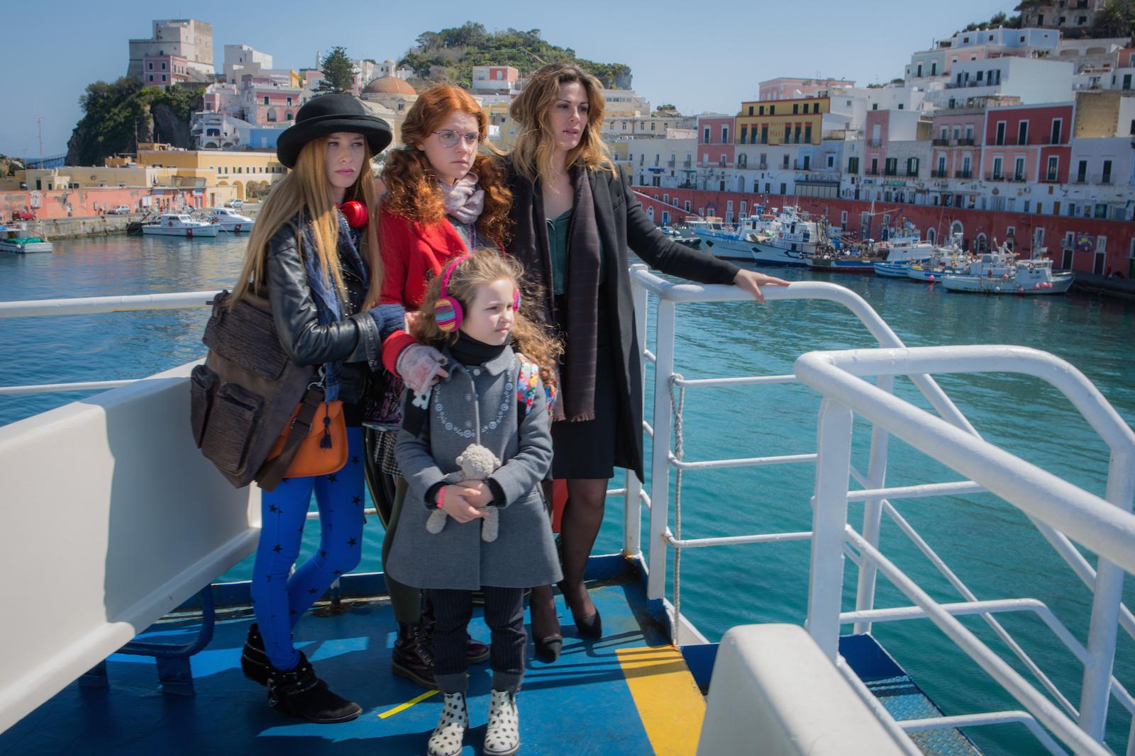 Un'altra vita: Vanessa Incontrada, Ludovica Bizzaglia, Claudia Alfonso e la piccola Giulia Cappelletti nella fiction