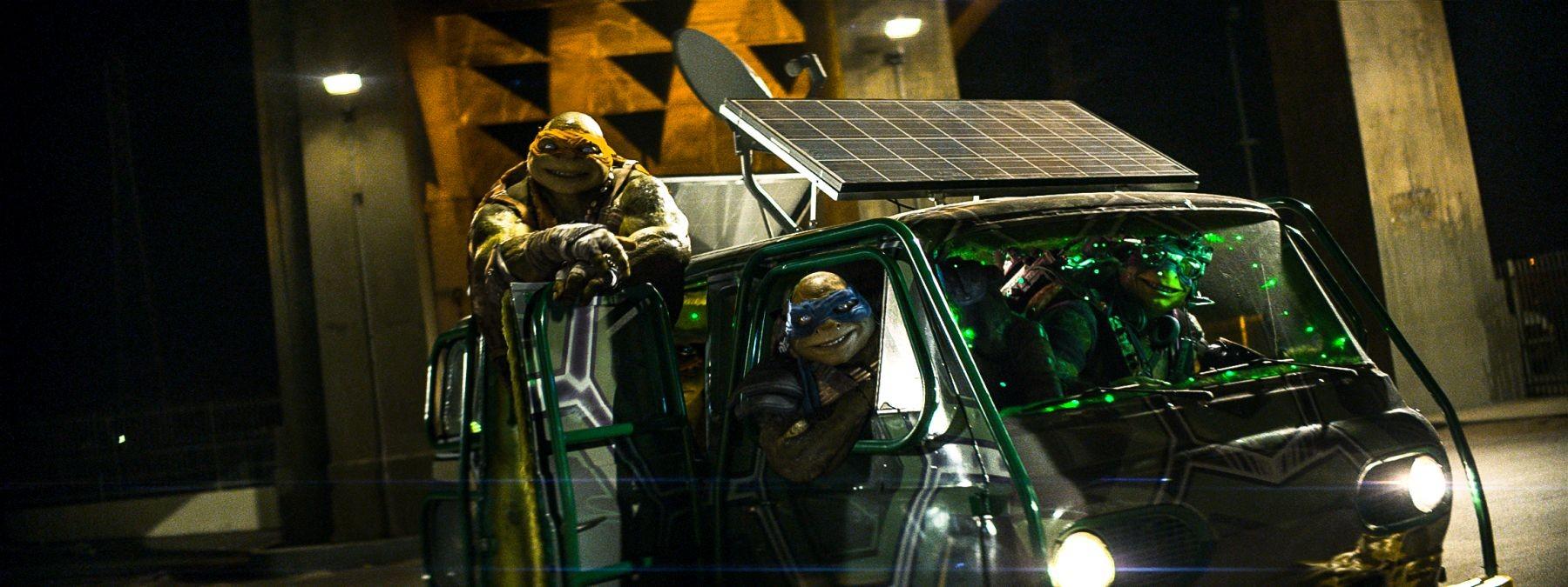 Tartarughe Ninja: i quattro mutanti tartaruga in una scena del film