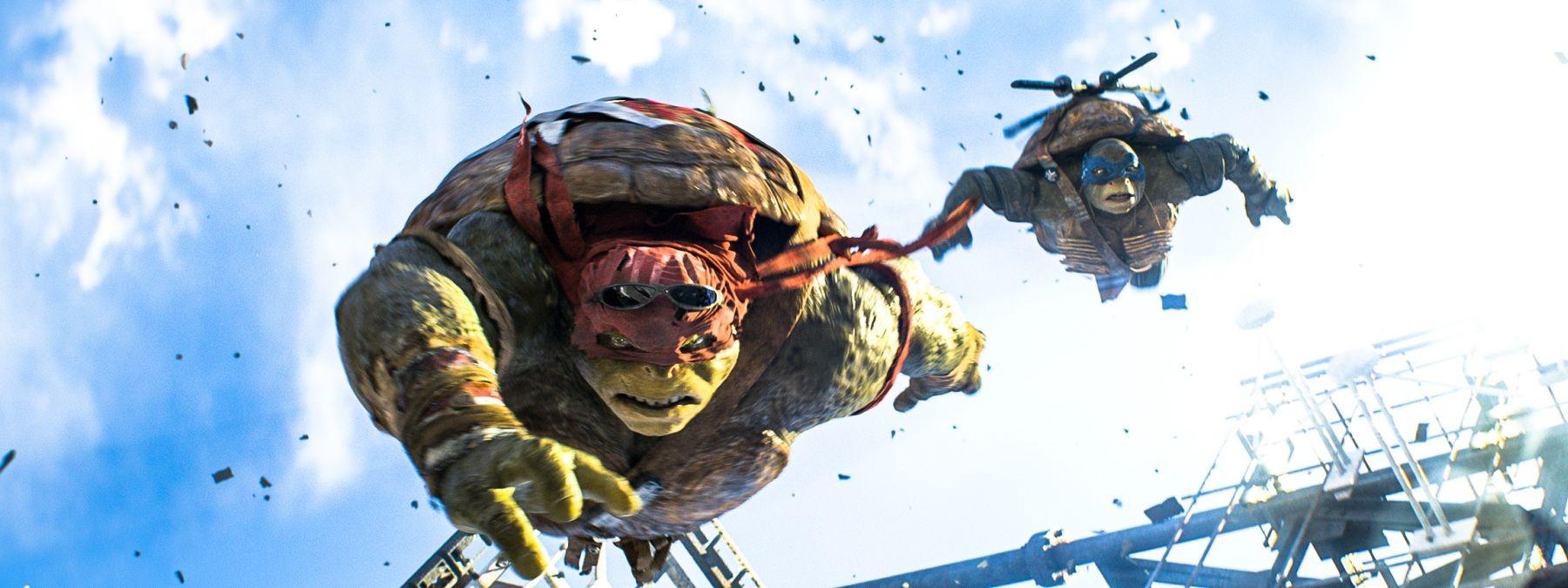 Tartarughe Ninja: tartarughe mutanti in volo in una scena tratta dal film