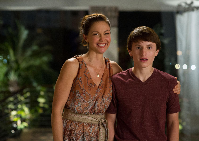 L'incredibile storia di Winter il delfino 2: Ashley Judd con Nathan Gamble in una scena