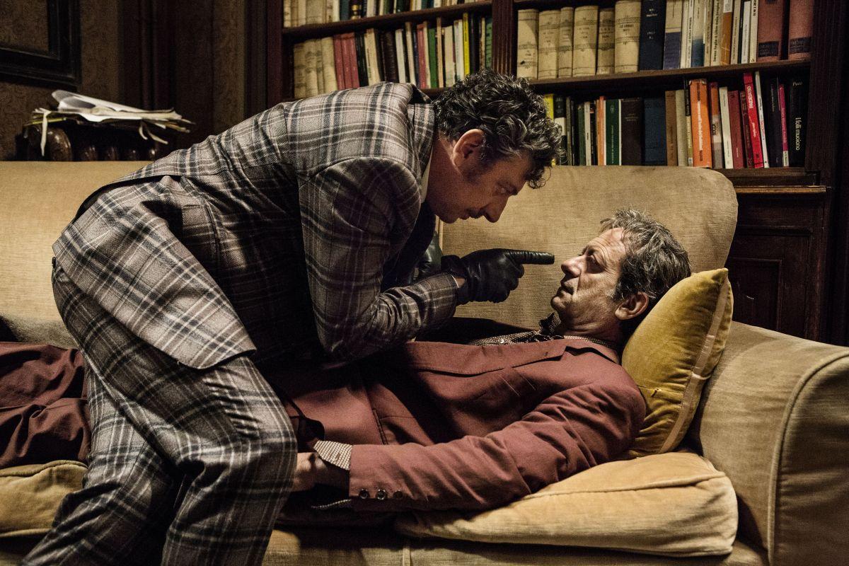 La buca: Sergio Castellitto guarda in cagnesco Rocco Papaleo in una scena