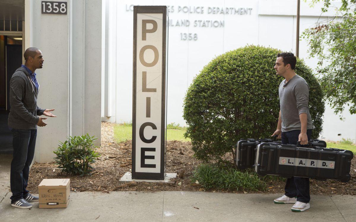 Bastardi in divisa: Jake M. Johnson e Damon Wayans Jr. in una scena