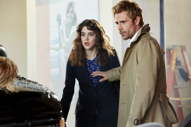 Constantine: Matt Ryan, Lucy Griffiths in una scena
