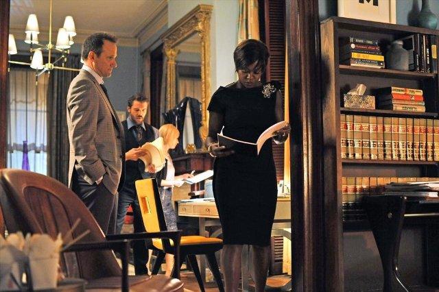 How to Get Away with Murder: Viola Davis, Tom Verica in una scena