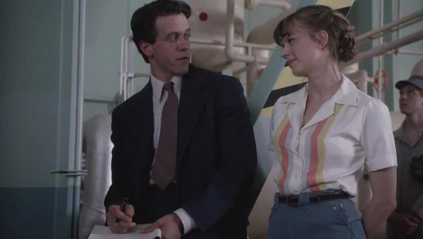 Manhattan: una scena con Ashley Zukerman nell'episodio The New World