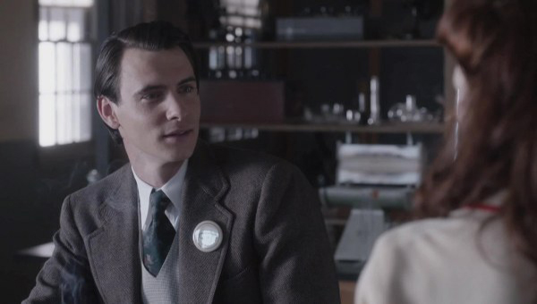 Manhattan: un'immagine di Harry Lloyd nell'episodio The New World