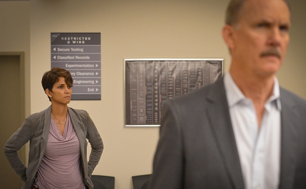Extant: Halle Berry e Michael O'Neil nell'episodio A New World