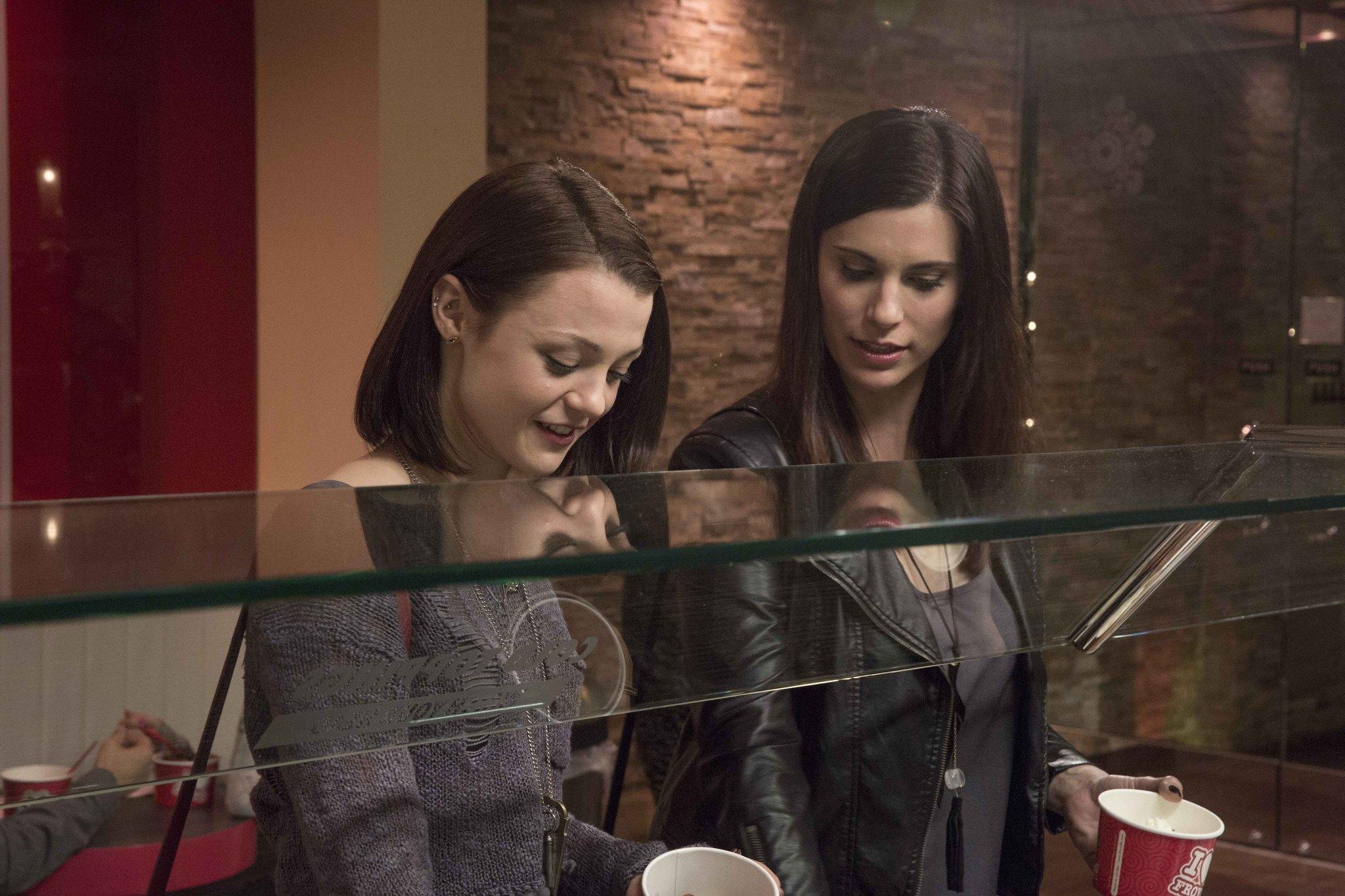 Finding Carter: Kathryn Prescott e Milena Govich nella prima stagione