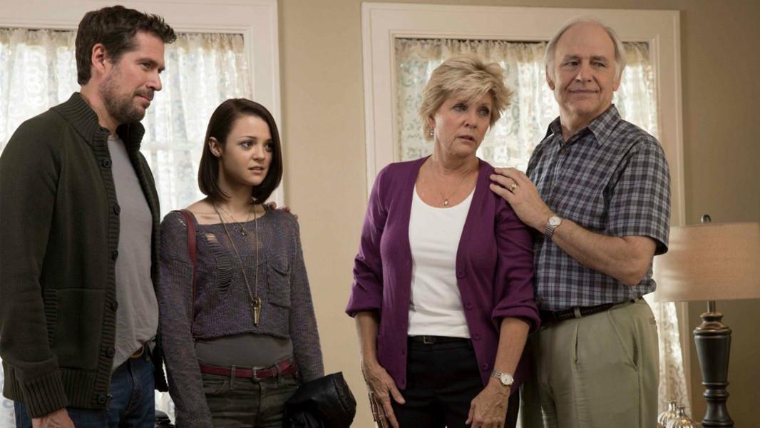 Finding Carter: Alexis Denisoff, Robert Pine, Meredith Baxter, Kathryn Prescott nella prima stagione
