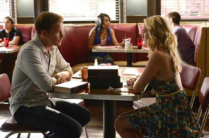 The Vampire Diaries: Candice Accola e Matthew Davis nell'episodio I'll Remember