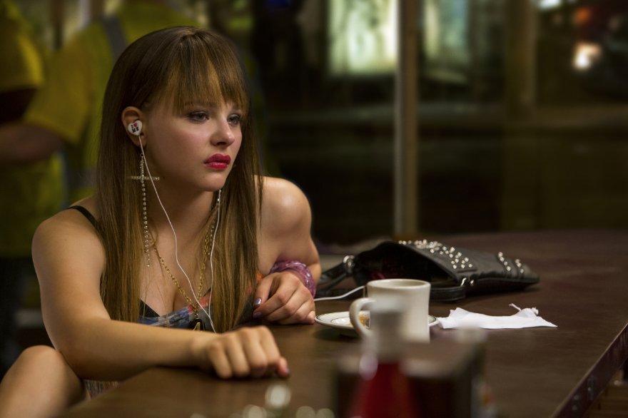 The Equalizer - Il vendicatore: Chloë Moretz in una scena nei panni di Teri