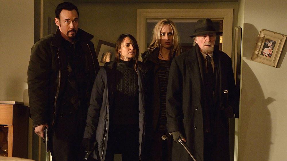 The Strain: il cast in una scena dell'episodio Disapperead