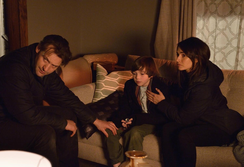 The Strain: Corey Stoll, Ben Hyland e Mia Maestro nell'episodio Disapperead