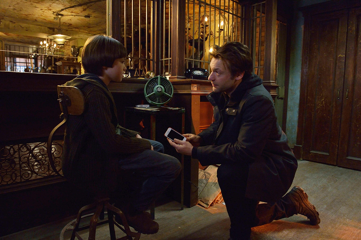 The Strain: Corey Stoll e Ben Hyland nell'episodio Loved Ones
