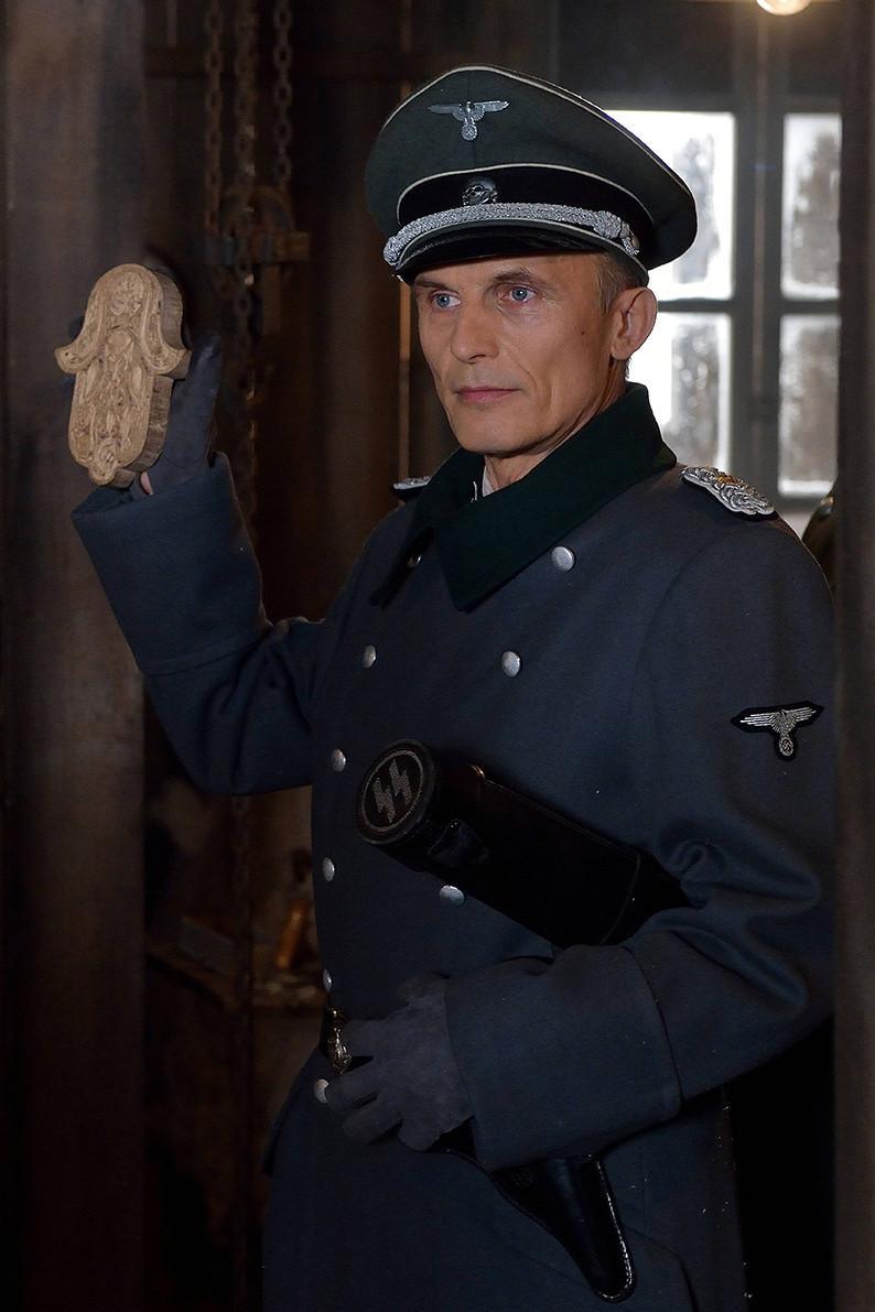 The Strain: un'immagine di Richard Sammel nell'episodio For Services Rendered