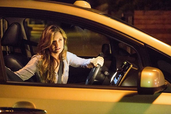 Extant: Grace Gummer nell'episodio Before the Blood