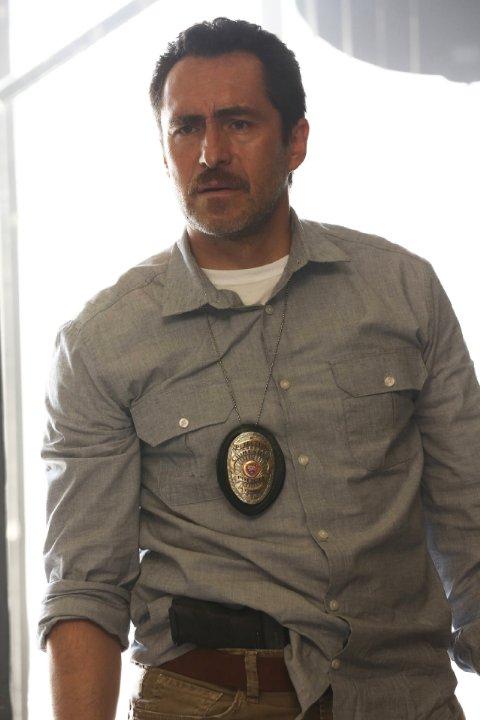 The Bridge: Demian Bichir nell'episodio Beholder