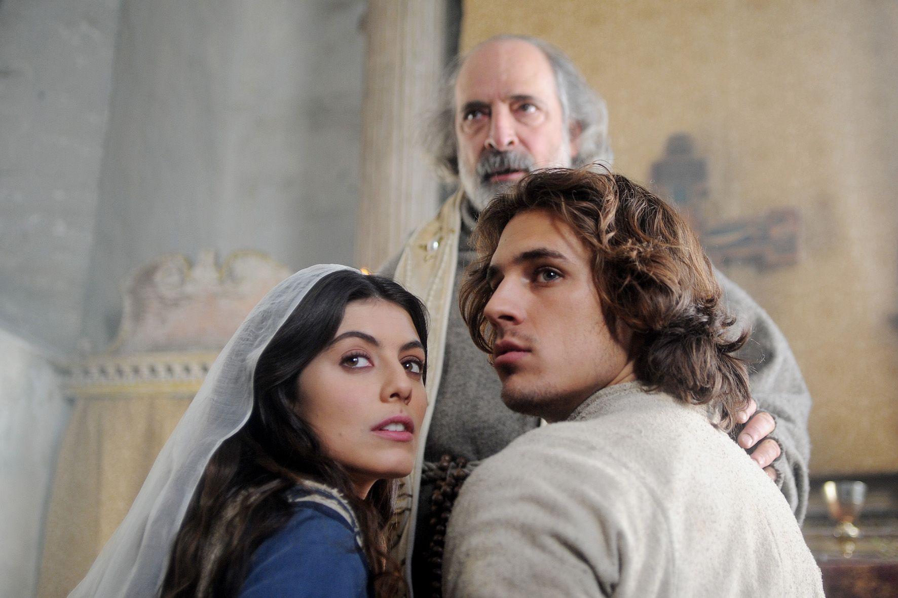 Romeo e Giulietta: Alessandra Mastronardi con Andy Luotto e Martino Rivas in una scena