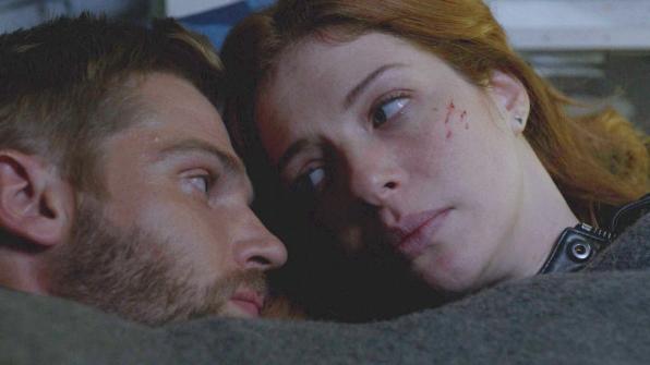 Under the Dome: Rachelle Lefevre e Mike Vogel nell'episodio Black Ice