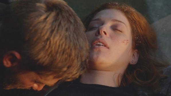 Under the Dome: Mike Vogel e Rachelle Lefevre nell'episodio Black Ice