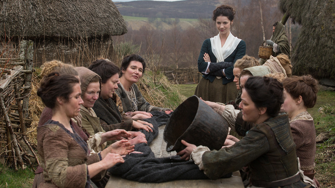 Outlander: Caitriona Balfe in un momento dell'episodio Rent