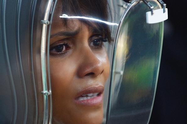 Extant: un'immagine di Halle Berry nell'episodio Ascension