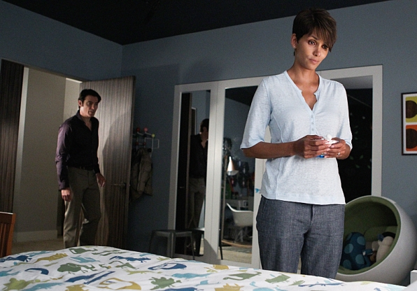 Extant: una scena con Halle Berry nell'episodio Ascension
