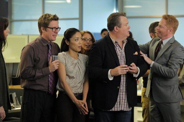 Modern Family: Eric Stonestreet in una scena della premiere della stagione 6