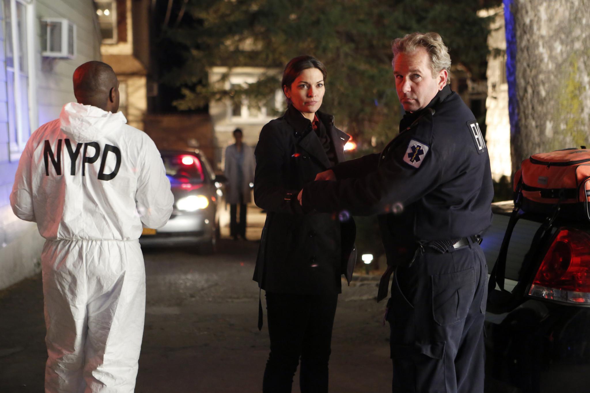 Forever: Alana De La Garza nella premiere della serie