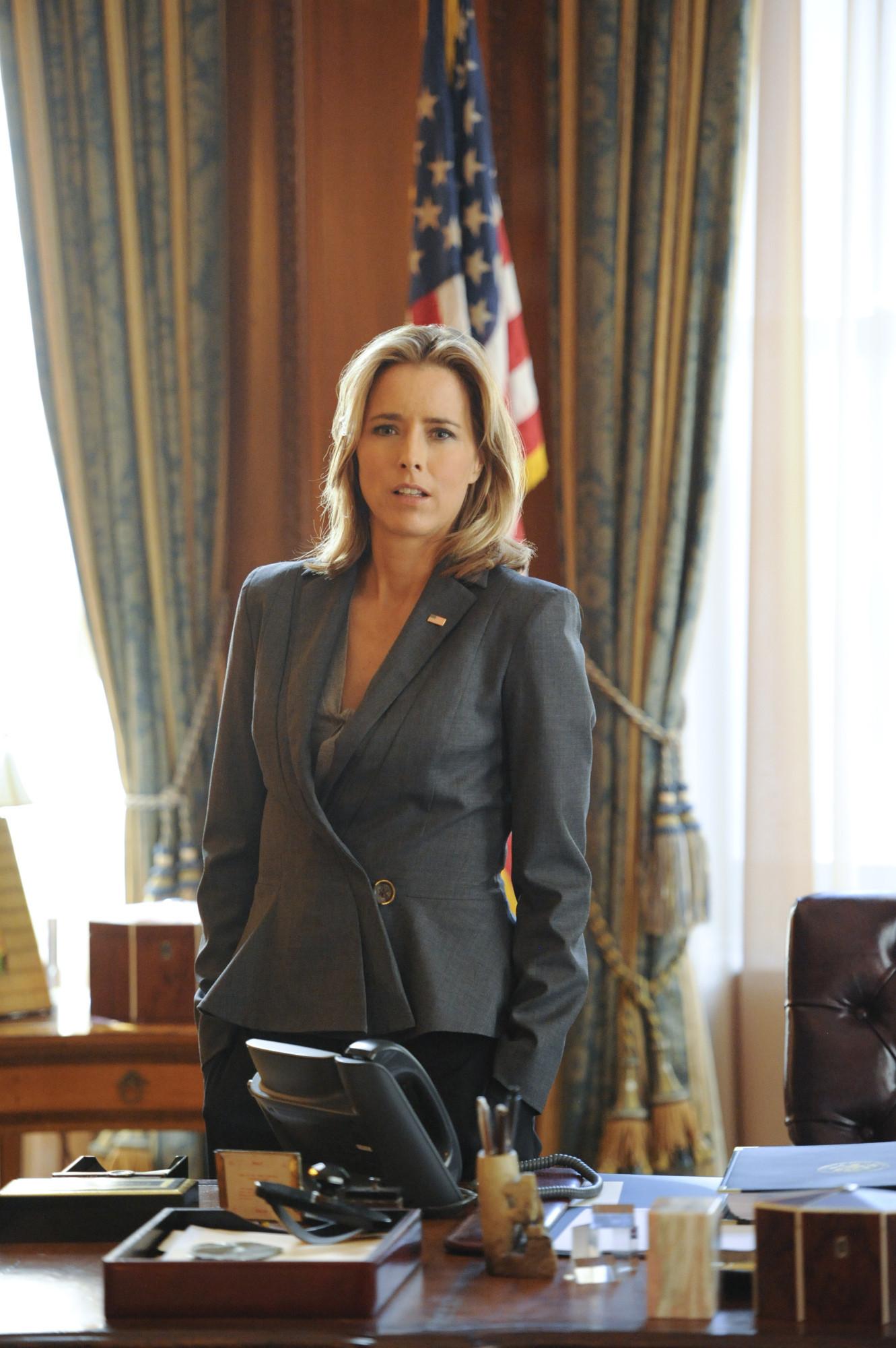 Madam Secretary: Tea Leoni in una scena della premiere della serie