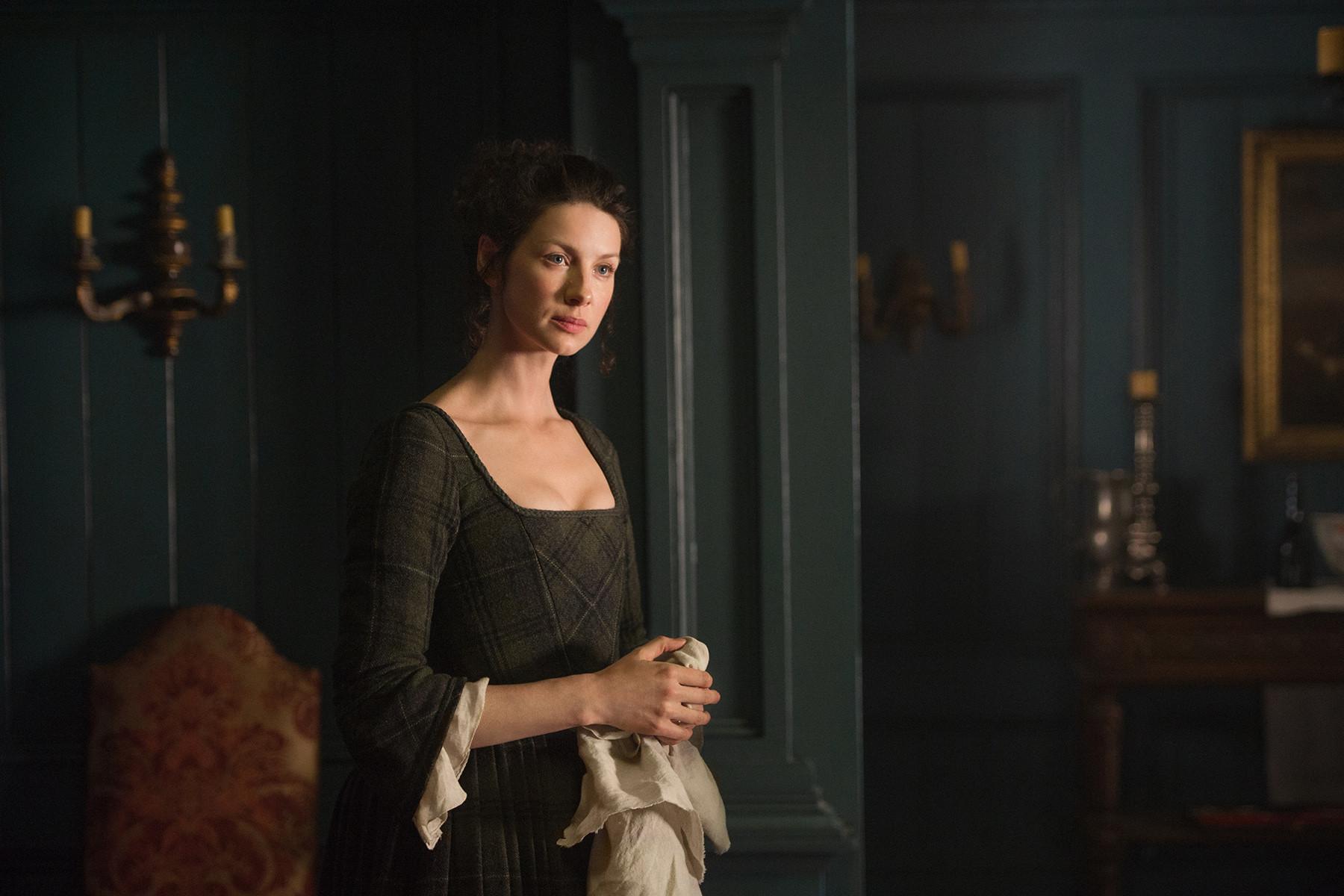 Outlander: Caitriona Balfe in una scena dell'episodio The Garrison Commander