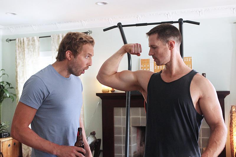 Play It Again, Dick: Ryan Hansen con Jason Dohring in una scena del primo episodio
