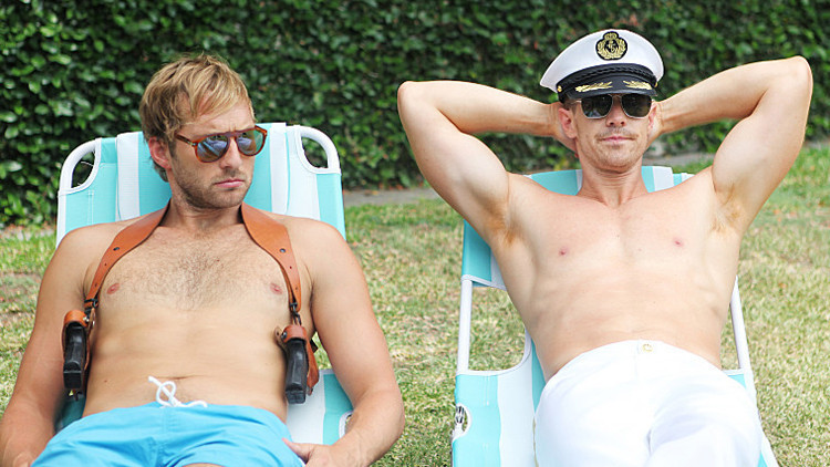 Play It Again, Dick: Ryan Hansen e Jason Dohring in una scena del primo episodio