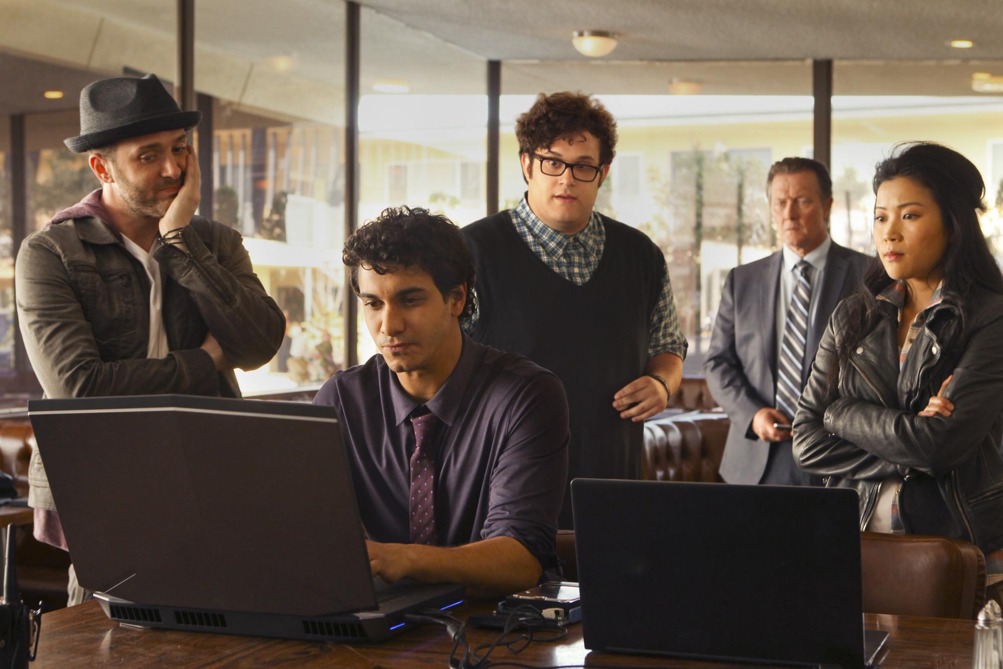 Scorpion: il cast in una scena della premiere della serie
