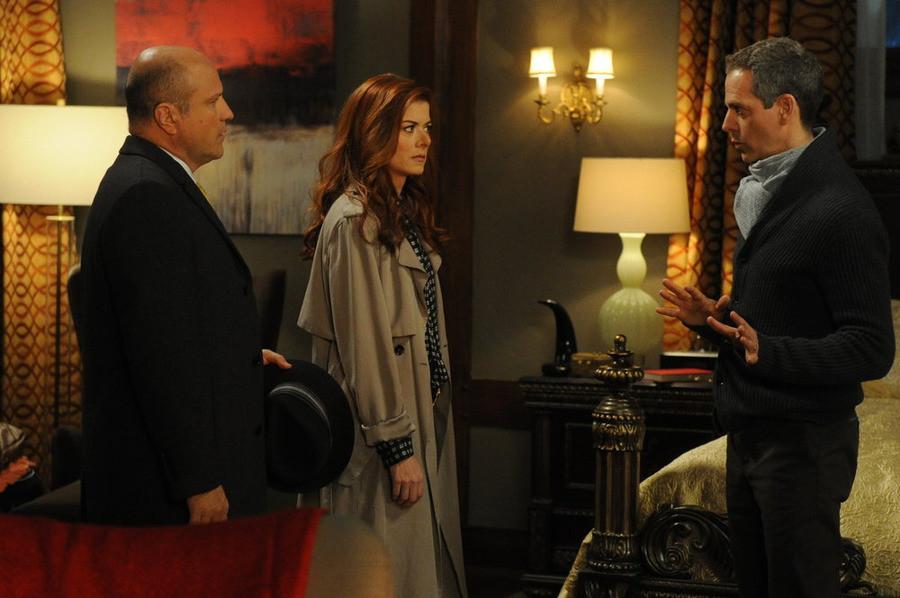 The Mysteries of Laura: Enrico Colantoni e Debra Messing in una scena del pilot
