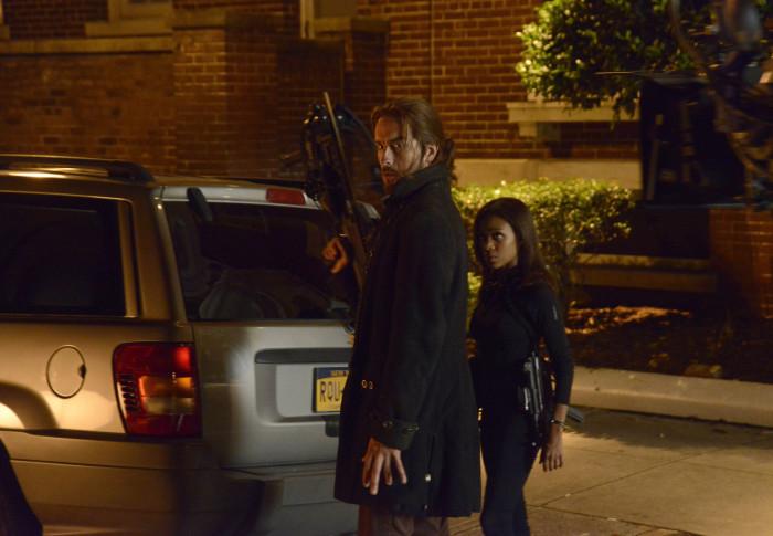 Sleepy Hollowy: Tom Mison con Nicole Beharie nell'episodio This Is War