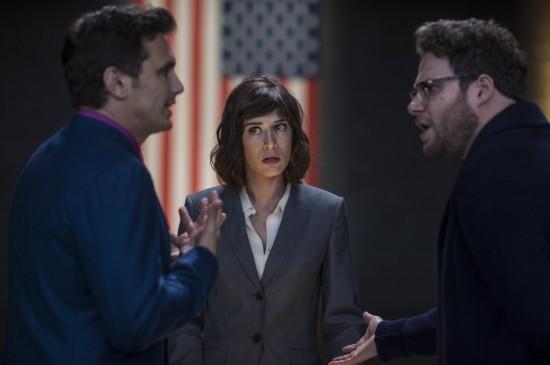 The Interview: James Franco e Seth Rogen dialogano animatamente di fronte a Lizzy Caplan