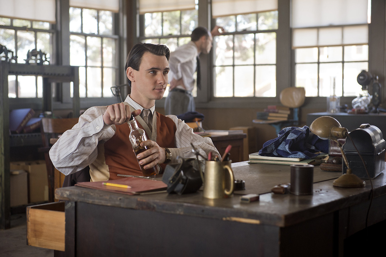 Manhattan: Harry Lloyd nell'episodio Spooky Action at a Distance