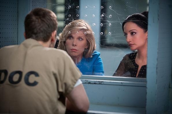 The Good Wife: Christine Baranski e Archie Panjabi nell'episodio Trust Issues