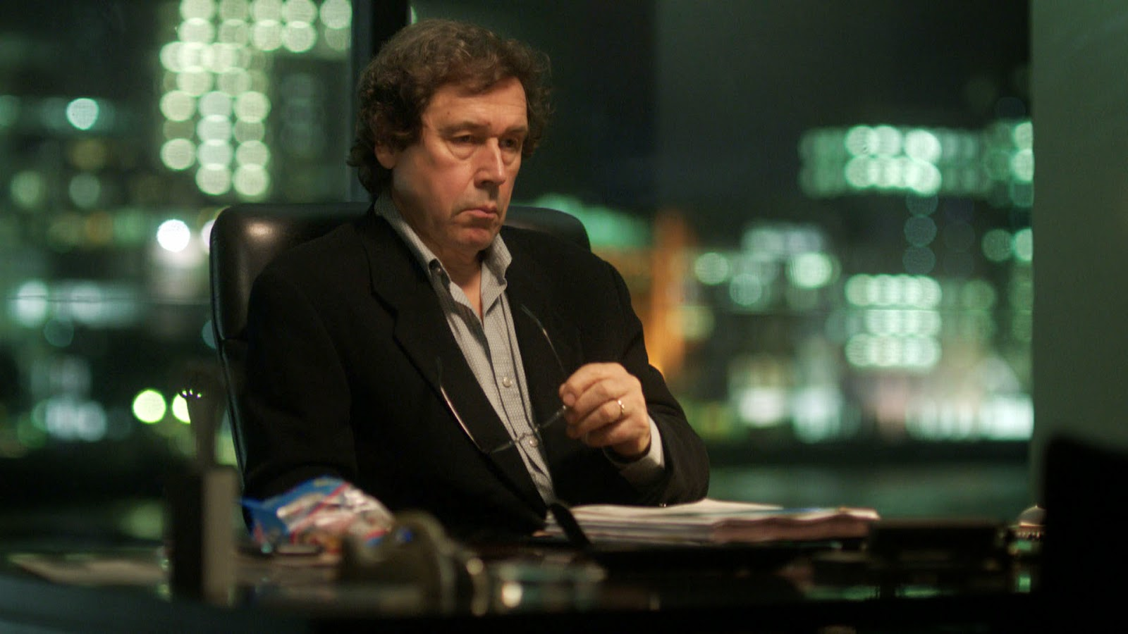The Honourable Woman: Stephen Rea in una scena