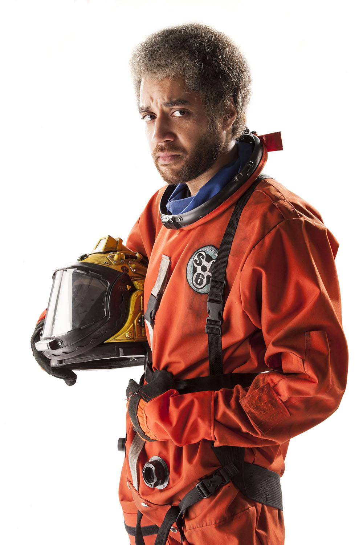Doctor Who: Samuel Anderson in un'immagine promozionale per l'episodio Listen
